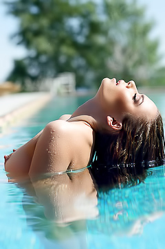 Ukrainian Svitlana Chumachenko is naked in the pool