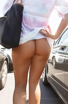 Pornstar August Ames flashing in public