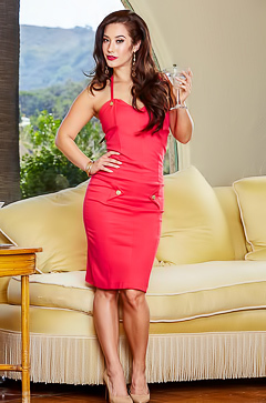 Eva Lovia is ready for the date