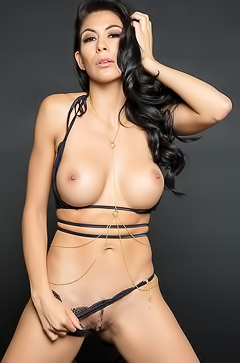 Gorgeous Heather Vahn with perfect body