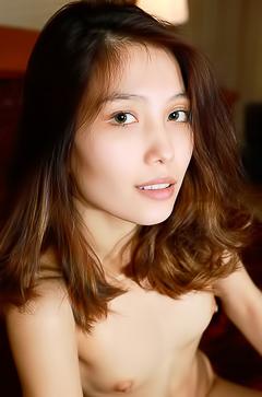 Nude exotic girl Anna Aki