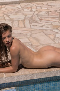 Glamour Model Julia Zu Posing Nude By The Pool
