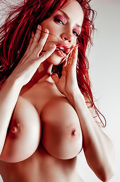 Bianca Beauchamp flashes tits