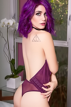 Amateur Lo - hot babe with purple hair