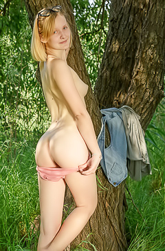 Amateur funny teen Mak in the field