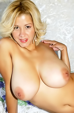 Ex gf shows her big natural boobs