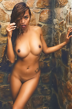 Beautiful Ebony Model Cruzlyn Shows Her Titties
