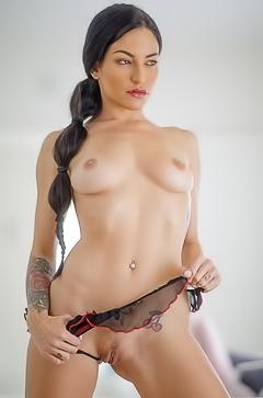 Kissa nackt Sins Canadian porn