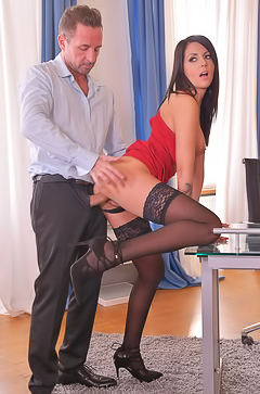 Beautiful Summer kneels in front of his well-hung boss