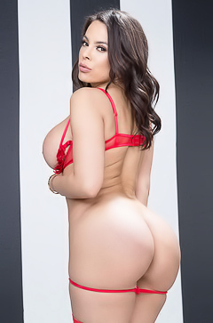Hot And Busty Luna Star