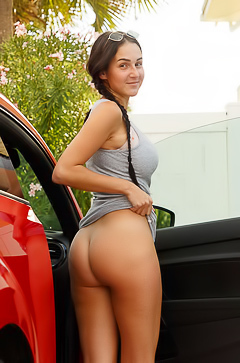 Dita Vetone Strips Nude In Car