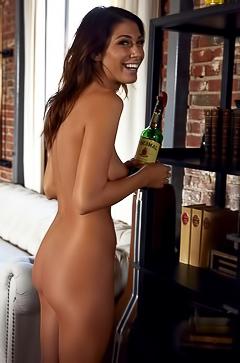 Sydney Ladd  nackt