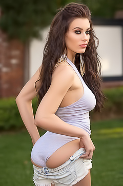 Charming Sporty Model Lana Rhoades