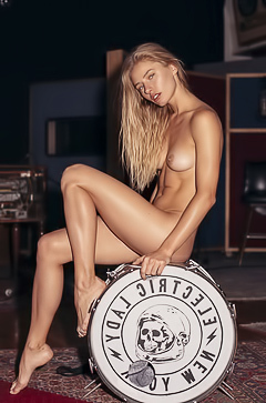 Daria Savishkina is a naked rocker bad girl