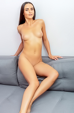 Long-legged Leyla Lee gets a solo satisfaction