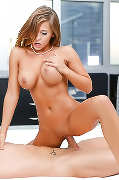 Busty pornqueen Madison Ivy gets juicy tits jizzed