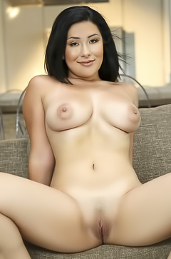 Sexy Milf Serena Skye Getting Naked