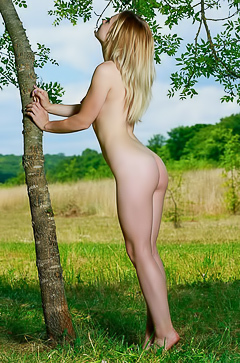 Elisa Liv - Sweet, cute blonde taking it off out in a field