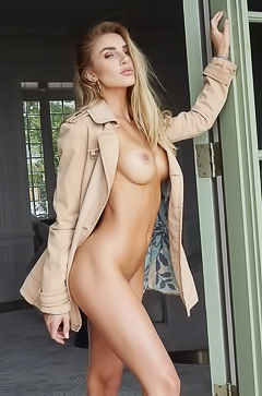 Glamour Naked Star Kenzie Anne