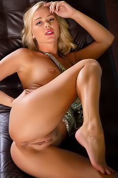 Hot Blond Sarika A Leather Chaise
