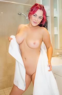 Chikita Jones Takes A Hot Shower