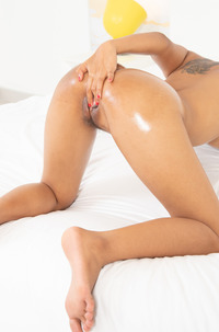 Hot Girl Meng Rubbing Smooth And Hairy Hole